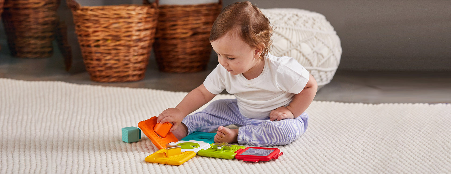 Puzzle with rotating peek-a-boo circle stimulates baby further exploration