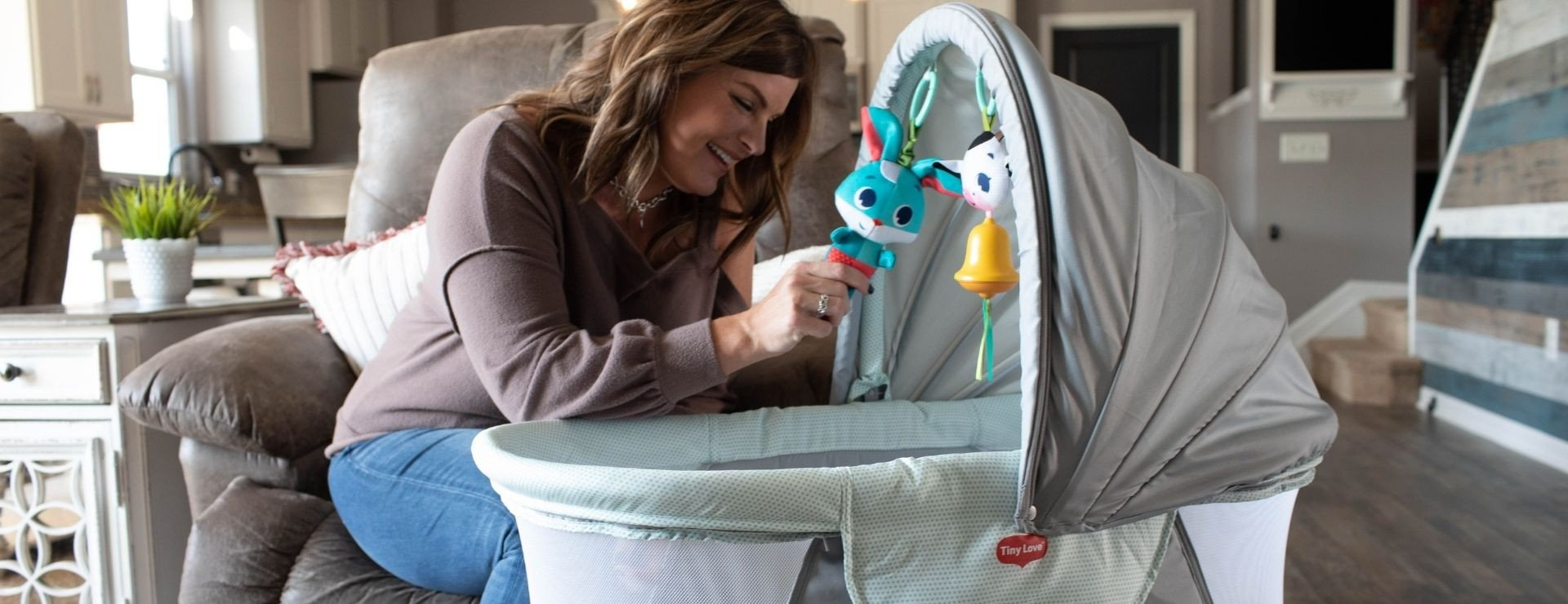 Fun jitter and wind chime toys support your baby's developing motor skills