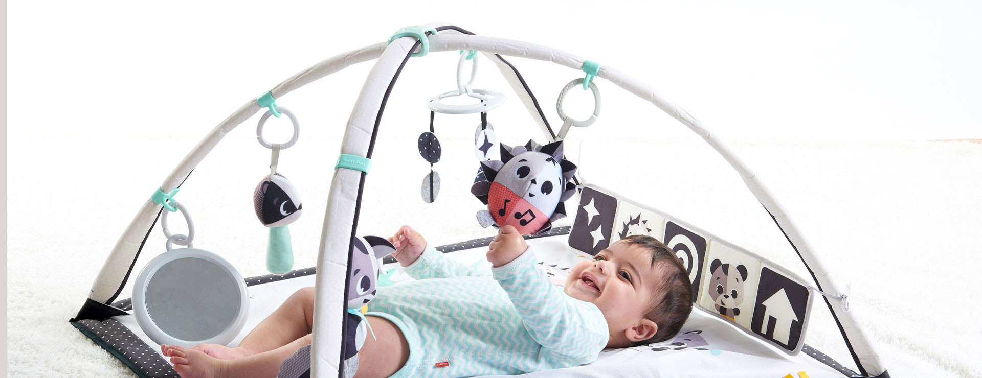 Easily change position of toys with sliding rings to moderate stimulation