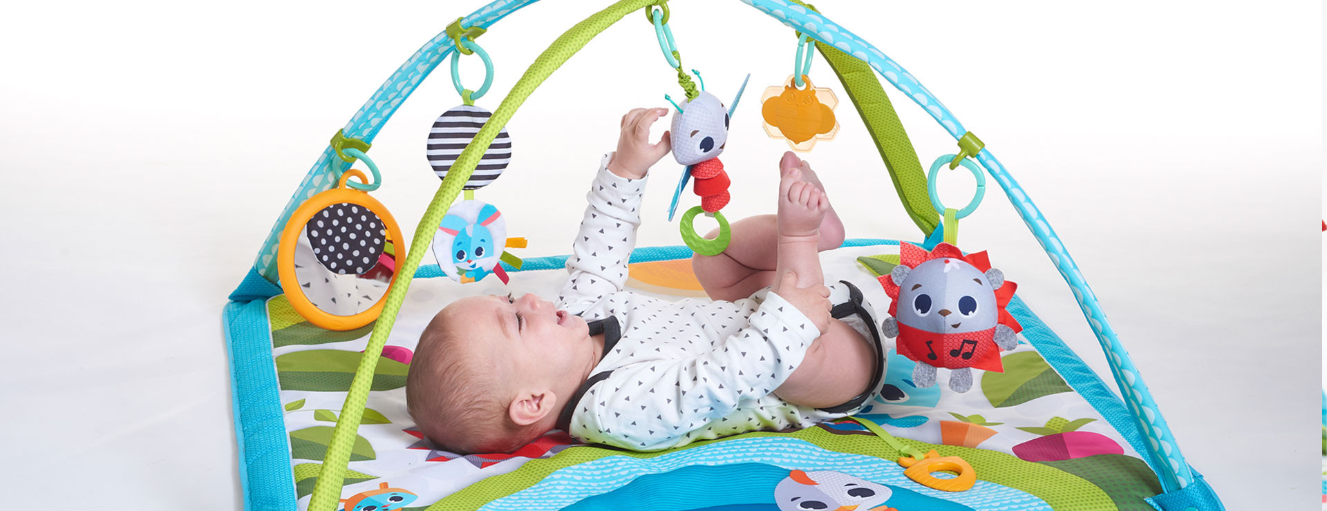 Overhead gym mode helps focus baby's attention while on their back