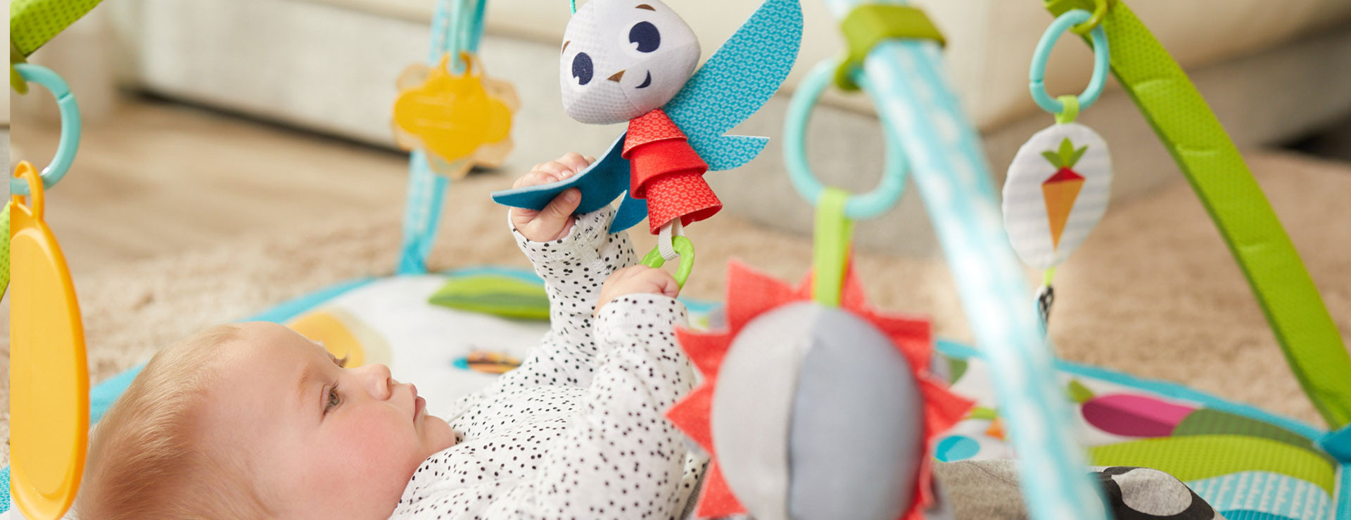 Adjustable rings and removable toys enable optimal stimulation based on baby's mood and needs