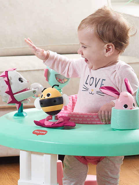 360 degree seat spin promotes self-motivated exploration of baby's world