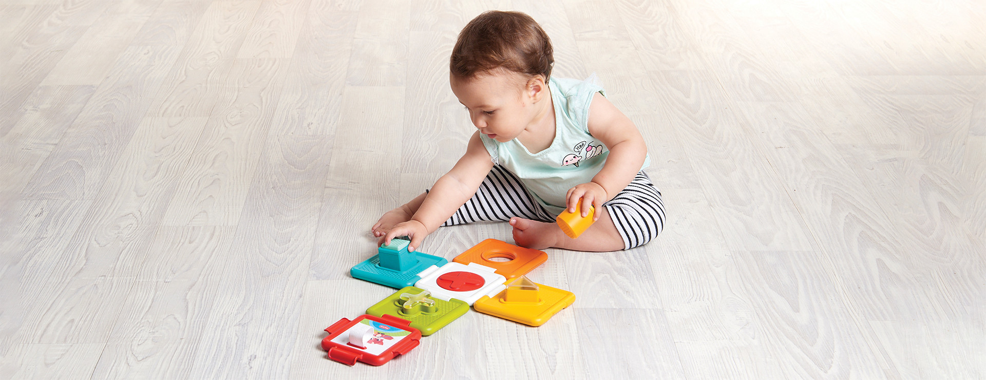 Puzzle with rotating peek-a-boo circle introduces baby to matching shapes