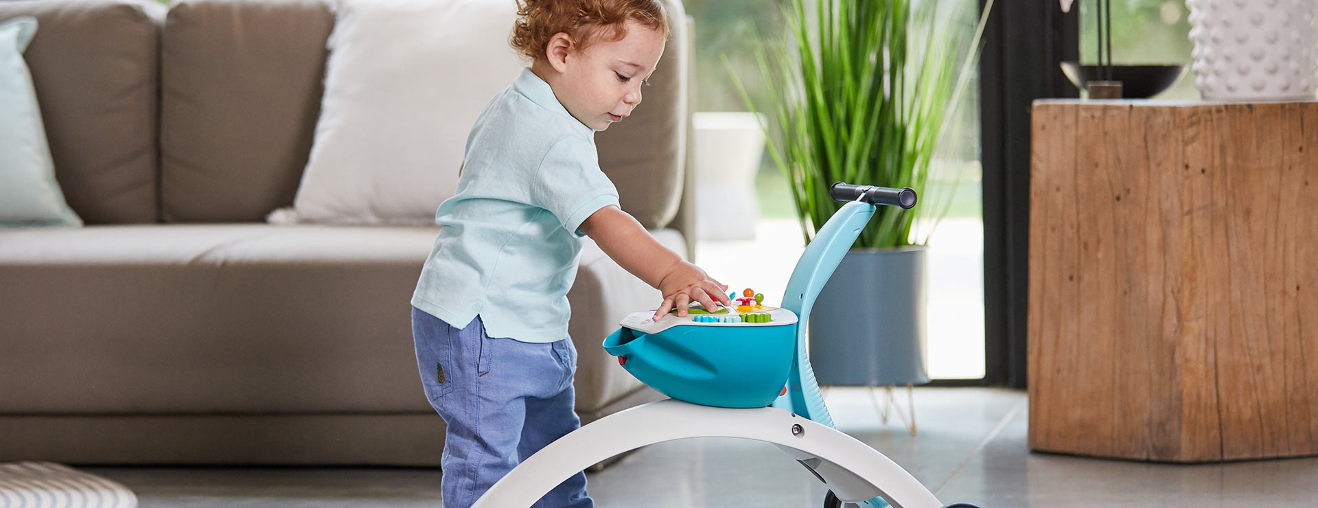 Push-to-stand mode encourages curiosity, teaching baby to explore the world from a new angle